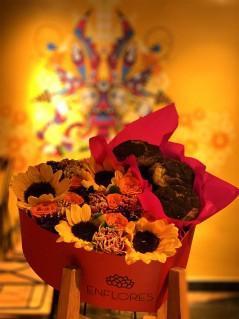 Redi - Caja con muffins y flores